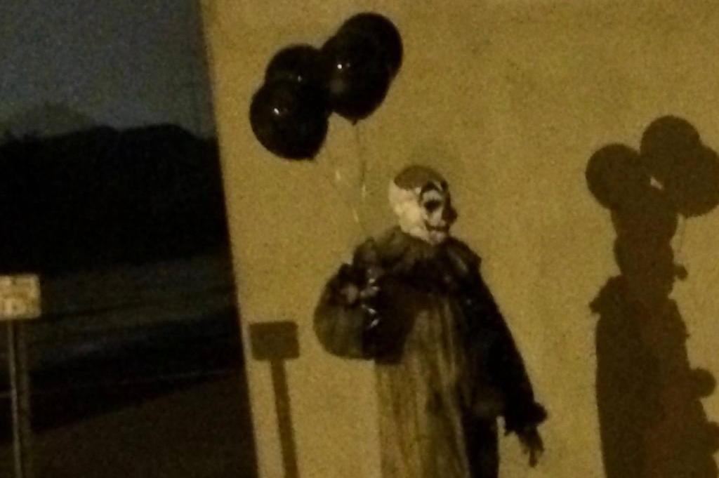 Original photo of creepy clown. Photo courtesy of Upi News.