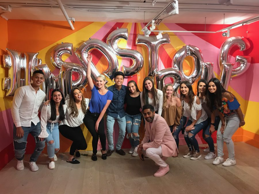 Supermodel+Kate+Upton+and+Museum+of+Ice+Cream+founder+Manish+Vora+pose+with+MSD+students+in+front+of+balloons+spelling+out+%22%23MSDStrong.%22+Photo+courtesy+of+Ariana+Ortega%0A