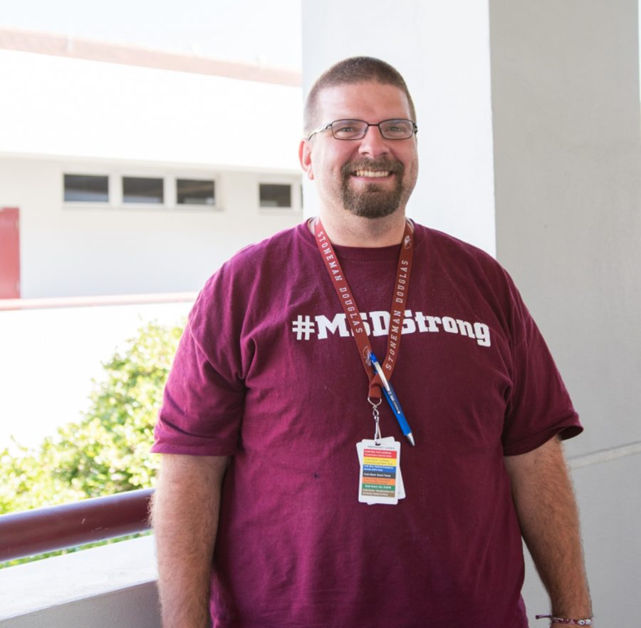 Social+studies+teacher+Ernie+Rospierski+smiles+in+his+%23MSDStrong+shirt+at+MSD.+Photo+by+Suzanna+Barna
