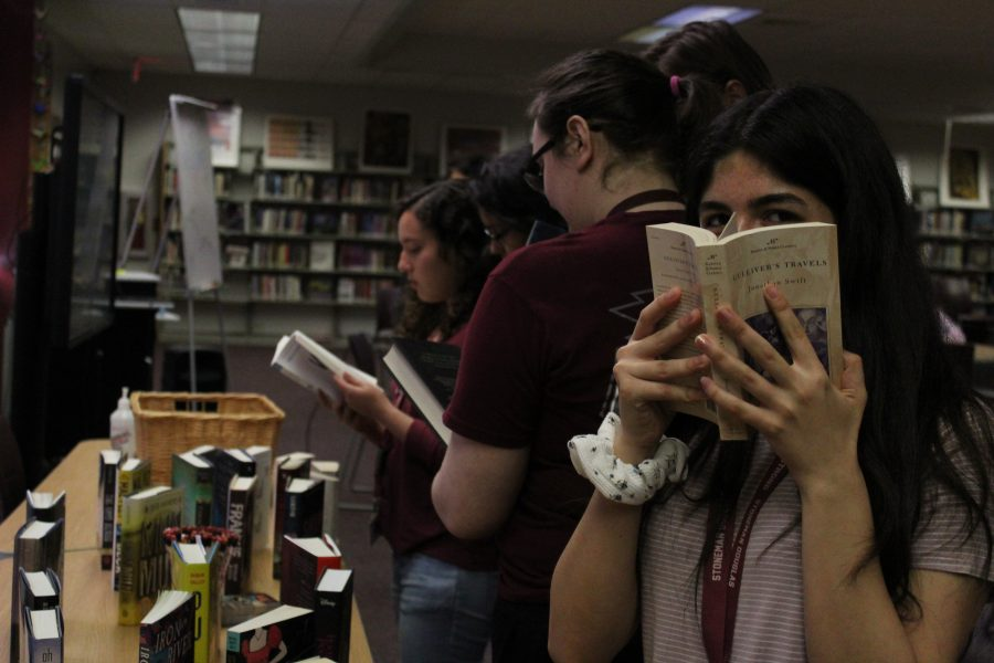The MSD Literary Club engrosses themselves in highly recommend books during the quarterly lit lunch meeting. Photo by Darian Williams