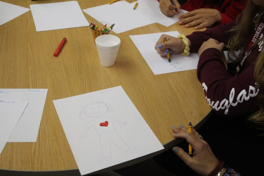 Students learn creative techniques to cope with stress at the mind, body, medicine workshop on Feb 14, 2019. Photo by Einav Cohen