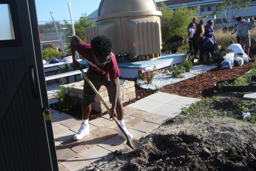 Giving Back. Freshman Keondre Edgeon spends his day on Feb. 14, 2019 helping out at Marjory's Garden. Photo by Rebecca Schneid