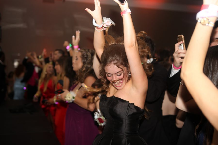 Dancing+Queen.+Senior+Helena+Denny+dances+at+prom+on+May+11+at+The+Westin+Ft.+Lauderdale+hotel.+Photo+by+Nyan+Clarke+