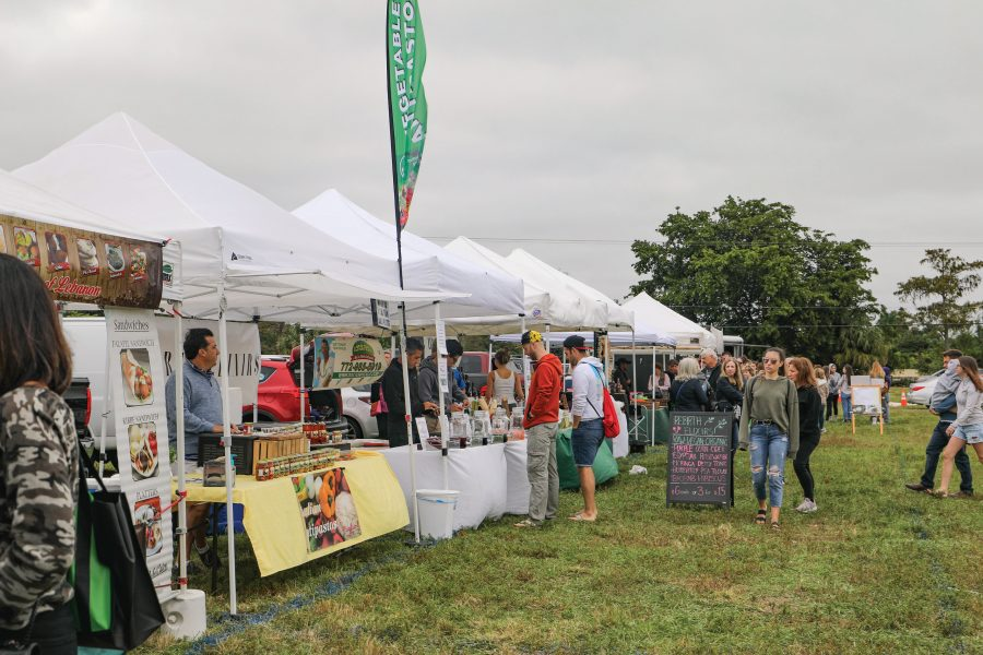 Super+Sellers.+Local+businesses+set+up+tents+to+sell+their+products+at+the+Parkland+Farmer%E2%80%99s+Market+on+scheduled+Sundays+from+November+to+April.+Photo+by+Einav+Cohen