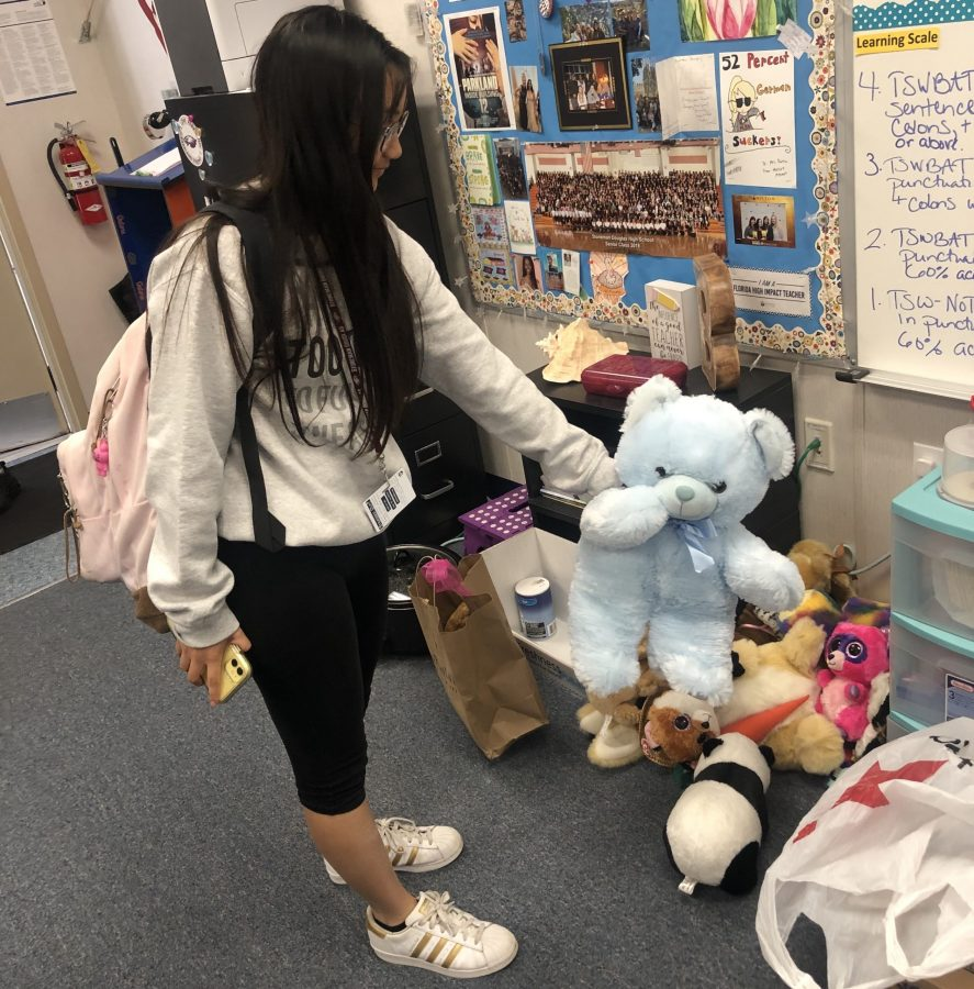 MSD Student donates stuffed animal  Photo taken by Bianca Navas