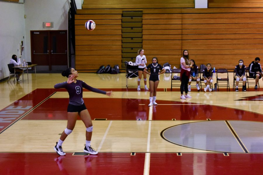 Women's Varsity Volleyball starts fall season 1-1