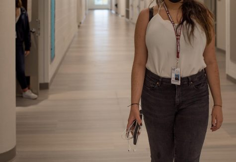 Junior Arielle Hernandez walks to class in the new building wearing jeans and a tank top, exposing her shoulders. Junior Arielle Hernandez walks to class in the new building wearing a tank top and jeans. School dress codes have historically contributed to the over-sexualizing of certain body types. Photo by Mariajose Vera