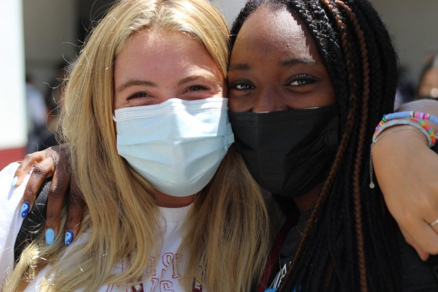 Students Skylar Lund and Kendall Slack following the Broward County Public Schools mask mandate.