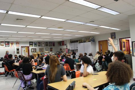 """Populous Performers. Drama teacher Melody Herzfeld leads a class discussion about the play """"Medea"""" with her 46 Theater I students in her 7th period. As an elective, the class enrollment is not limited to 25 students like core classes are under Florida's 2002 Classroom Size Amendment."""